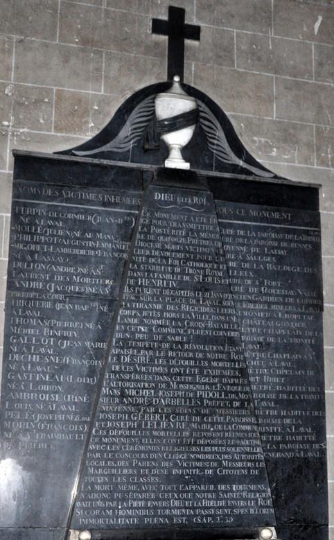 monument-où-furent-inhumés-les-14-prêtres-en-1816
