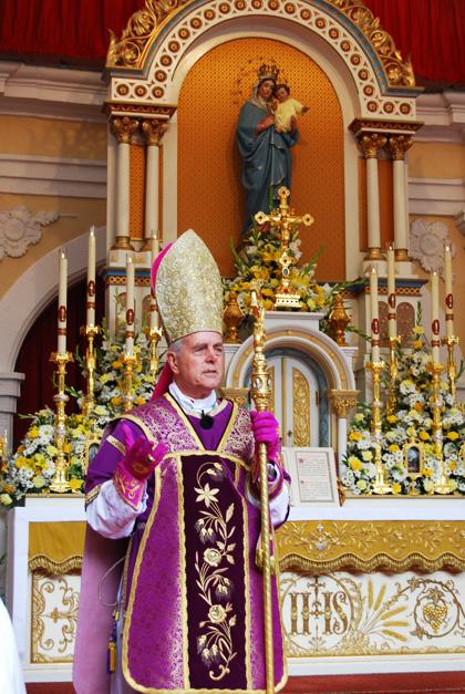 Le sédévacantisme est une erreur et un péché grave : Anti-papes... - Page 2 Williamson