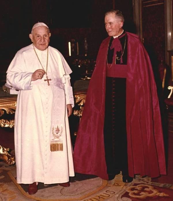archbishop_lefebvre_with_pope_john_xxiii