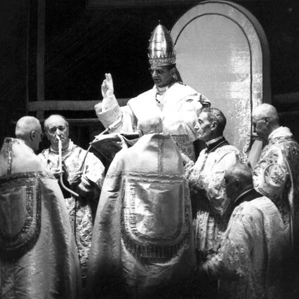 Pope-Paul-VI-Crowning